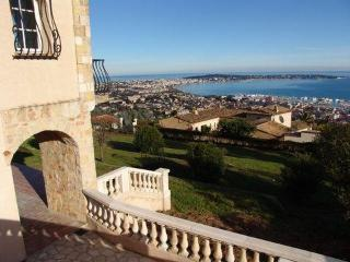 Beautiful 6 bedroom villa - magnificent sea view - Cannes vacation rentals
