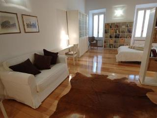 Sleeping 6 in Campo de Fiori area, charming apt - Rome vacation rentals