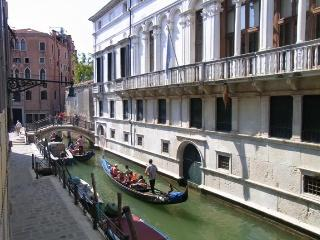 CA' VIVA with view on the typical Venetian canal. - Venice vacation rentals