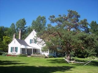 Lake Simcoe Deluxe Waterfront Country Estate - Shanty Bay vacation rentals