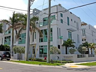 Deluxe 4 story townhouse with IN HOME elevator - Pompano Beach vacation rentals