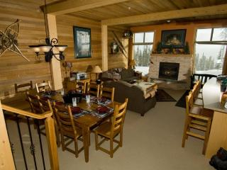 Comfortable/Cozy Ski Condo Big White BC Ski in/out - Kelowna vacation rentals