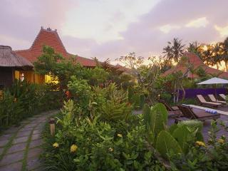Wates Bangbau 2-bedroom heritage home lush gardens - Bali vacation rentals