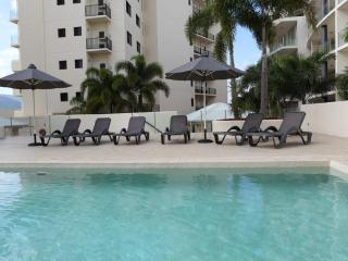 Cairns CBD Holiday Apartment. Free WIFI & Car Park - Cairns vacation rentals