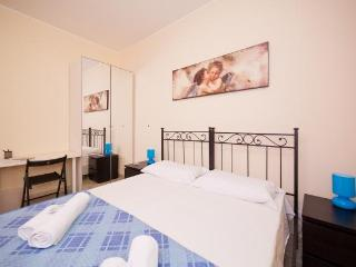 Wide, large, roomy apartment sleeping 7 people - Rome vacation rentals