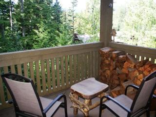 The Woods - Modern 3 bedroom unit in quiet wooded location - Whistler vacation rentals