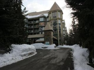 Woodrun Lodge Condo - True Ski in Ski out, pool, hot tub, free parking - Whistler vacation rentals