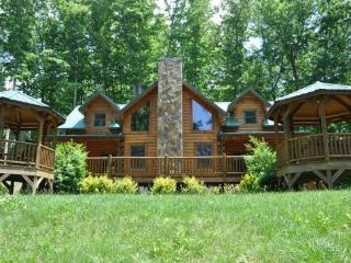 Cherokee Timber Lodge -- Upscale 3 Bedroom with Amazing View and Hot Tub - Bryson City vacation rentals