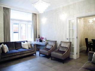 **2 bedroom Knightsbridge** - discounts available! - London vacation rentals