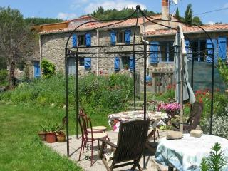 Sliabh amharc (Irish for Mountain view) - Aude vacation rentals
