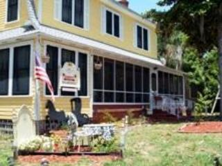 Strawberry House Bed and Breakfast - Plant City vacation rentals