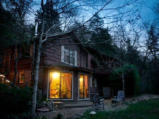 The Artists Cottage - Eureka Springs vacation rentals