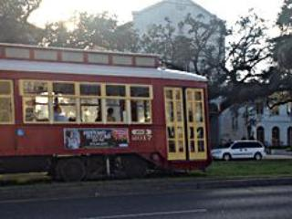 One block to this street car to the French Quarter/Downtown/Harrah's only $1.25 per ride! - Three bedrooms, two baths, nice, clean, safe area. - New Orleans - rentals