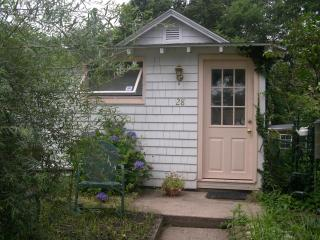 HILTONHOUSE COTTAGE - East Haven vacation rentals