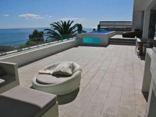 Luxury holiday villa with 2 pools in Camps Bay - Camps Bay vacation rentals