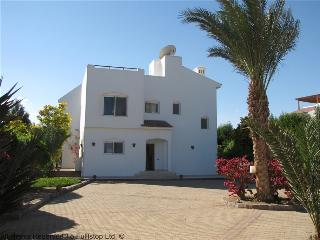 107314- 3 bedroom villa, 1 bedroom in separate guest house,White Villas, Phase 5, El Gouna, Hurghada - Egypt vacation rentals