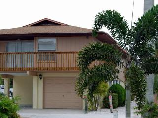 Sun-Day West: 2BR/2BA Family- and Pet-Friendly Home near Beach - Holmes Beach vacation rentals