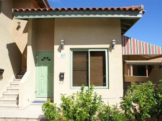 Close to beaches and restaurants in Aruba - Noord vacation rentals