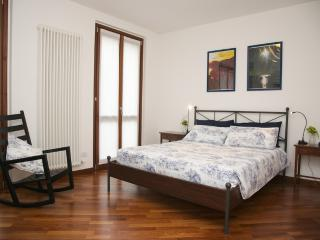 Casa Lory: LEA. Spacious apartment with private garden (8 people). - Bellagio vacation rentals