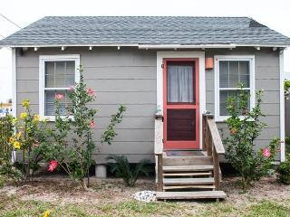 Welcome to Sea Biscuit Cottage - Port Aransas vacation rentals