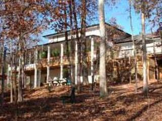 Ren Stone Bed & Breakfast and Spa on the Lake - Image 1 - Lavonia - rentals