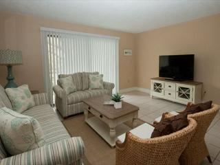 Xanadu Villa B1 - 3 Bedroom 2 and 1/2 Bathroom Poolside Flat  Hilton Head, SC - Hilton Head vacation rentals
