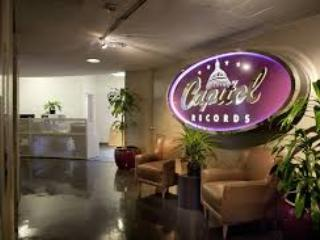 Captol Records is within WALKING DISTANCE! - Bed and Bay Residence Inn