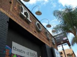 Local Theatre Troope! The Note is within WALKING DISTANCE! - Bed and Bay Residence Inn