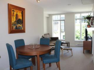 Luxury 1BR w/Den in Yaletown - HH0325 - Min 5 Days - Vancouver vacation rentals
