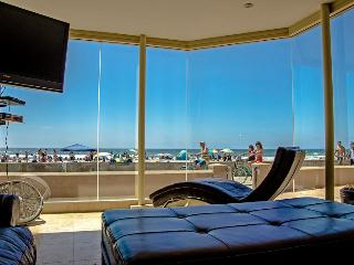 Stunning! *50' OCEAN FRONTAGE* Mission Beach - Mission Beach vacation rentals