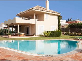 Villa with private paddel-tennis court and pool - Marbella vacation rentals