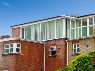 THE LOFT, modern duplex apartment, WiFi, superb views, city centre location in Salisbury, Ref. 912859 - Salisbury vacation rentals