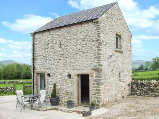 WORTLEY BARN, super king-size bed, patio with furniture, great base for walking, Ref 914110 - Peak District National Park vacation rentals