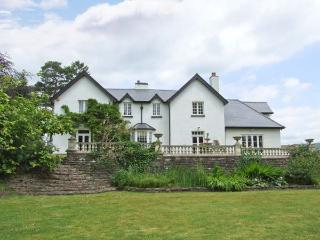 WOOD BANK, detached, en-suites, games room, gym, in Llanhennock, Ref 28119 - Monmouthshire vacation rentals