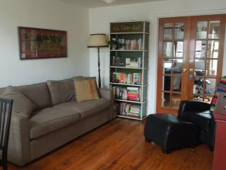 2 floors 2 bedroom Carroll Gardens apt in Brooklyn - Berlin vacation rentals