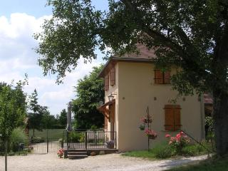 Charming cottage in Hautefort Dordogne with pool + wifi - Hautefort vacation rentals