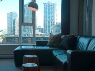 Modern Bright 2BR in Yaletown! HH0610 - Min 5 Days - Vancouver vacation rentals