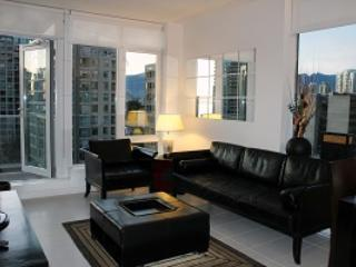 2BR Corner Unit w/Office,Views PURE1101 Min 5 Days - Vancouver vacation rentals