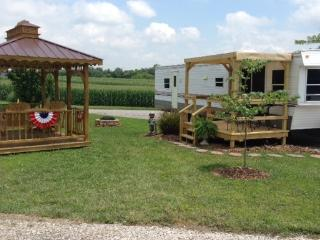 Park Model with gazebo and great outdoor space. - Cave City vacation rentals