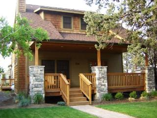 JUNIPER HOUSE - Spacious family home - fantastic in town location. - Sisters vacation rentals