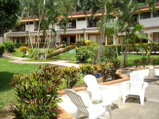 Villas Flamingo Condo 7 - easy walk to the beach - Playa Flamingo vacation rentals