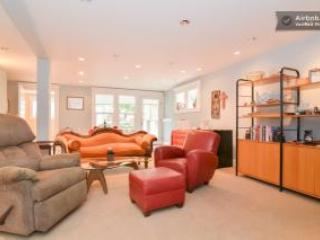 Spacious living room - Secret Garden Hideaway - Seattle - rentals