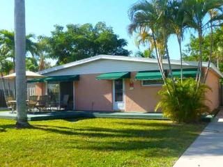 Twin Palms Island Bungalow - Holmes Beach vacation rentals