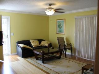 Beautiful/Updated 2 BD 2 BA Apart. in Fort Myers - Fort Myers vacation rentals