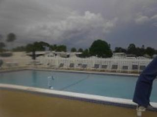 Ft.Myers Beach Seasonal fully furnished 1,600 month - Fort Myers Beach vacation rentals
