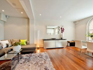 ***Last Minute Luxury 2 Bedroom Apartment 6 Guests***Emperor's Bliss Terrace - London vacation rentals