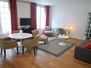 ***Last Minute*** Cozy and Chic ***1 Bedroom Apartment in the 7th district Sleeps 4*** - London vacation rentals