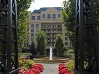 Executive Fully Furnished 2 Bedroom Condo for Rent - Image 1 - Toronto - rentals