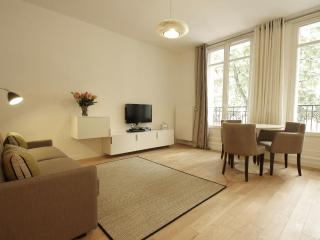 ***Centrally Located***4th, 1 bedroom apartment sleeps 4***Marais Modern - London vacation rentals