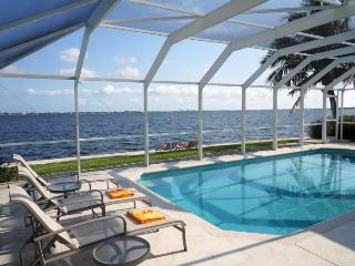 Coral Island - Riverfront 3Be/2Ba, Electric Heated Pool, Wifi HS Internet, Yacht Club Area - Fort Myers vacation rentals